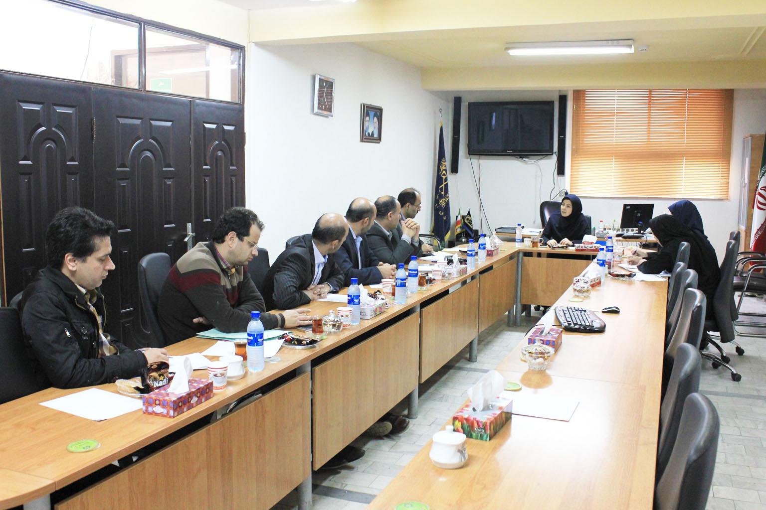 جلسه مدیریت درآمد با مدیران منطقه ای شرکت برق در راستای وصول مطالبات